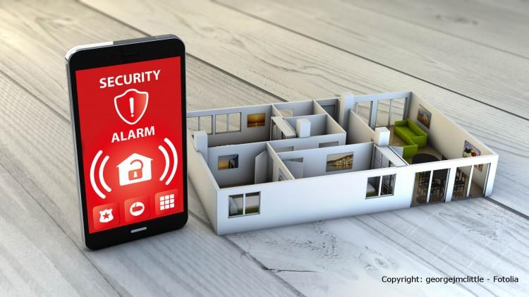 Smartphone mit installierter Smart Home App